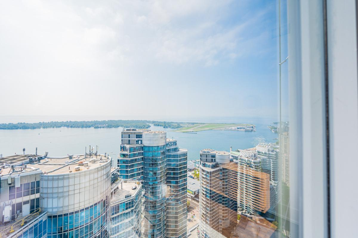 New MFR Listing – 10 York St 4406 – Toronto